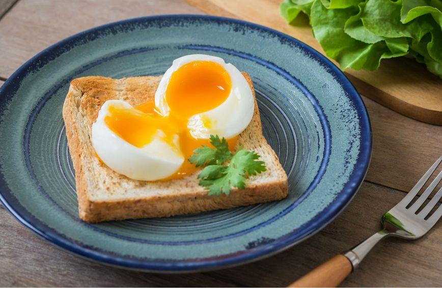 Meko kuhano jaje na tostu za doručak