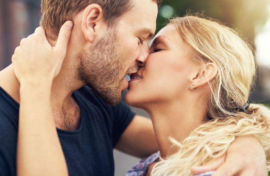 Redoviti poljupci važni su za opstanak veze
