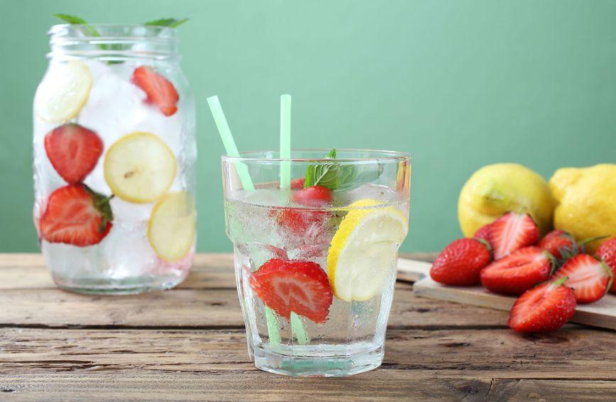Vodu biste trebali piti i kada niste žedni želite li se riješiti nadutosti