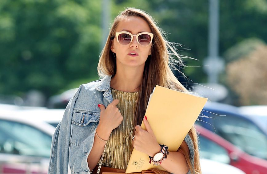 Brineta iz Šibenika s torbom brenda Zara
