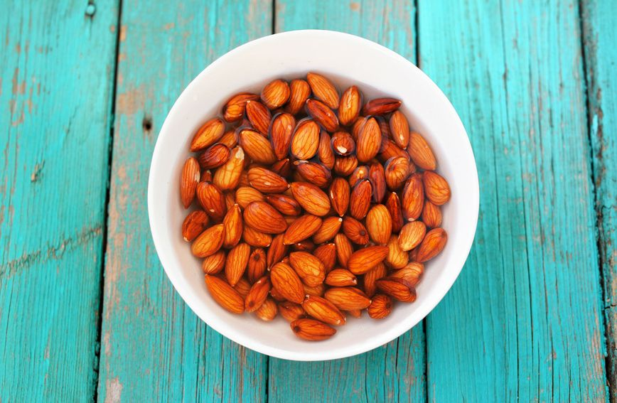 Isprobajte ovaj moćni recept i ostavite bademe namočene u vodi preko noći