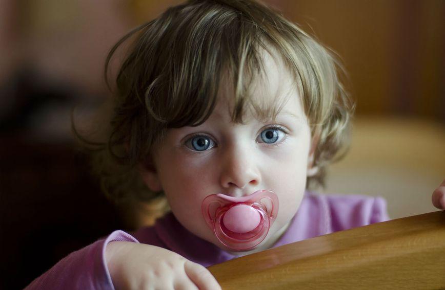 U želji da umire dijete mnogi roditelji u nekom mu trenutku ponude dudu varalicu
