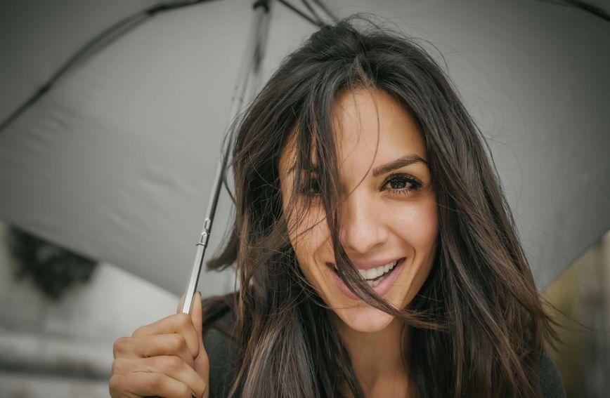 Kiša i vlaga veliki su neprijatelji lijepe kose
