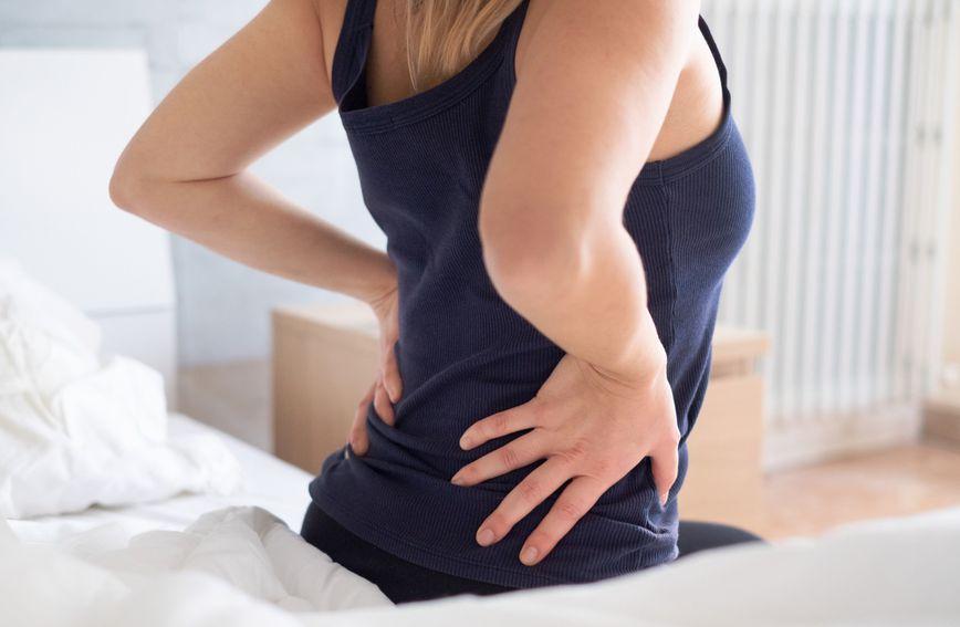 Prilikom nepravilnog sjedenja najjače opterećenje je na donji dio kralježnice