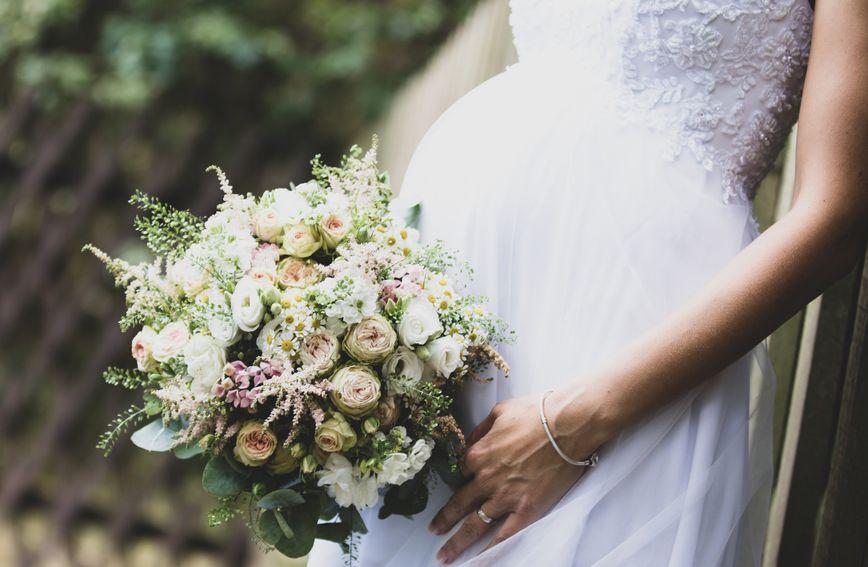 Trudne mladenke trebale bi birati vjenčanice jednostavnog kroja, bez krinolina i žičanih dodataka