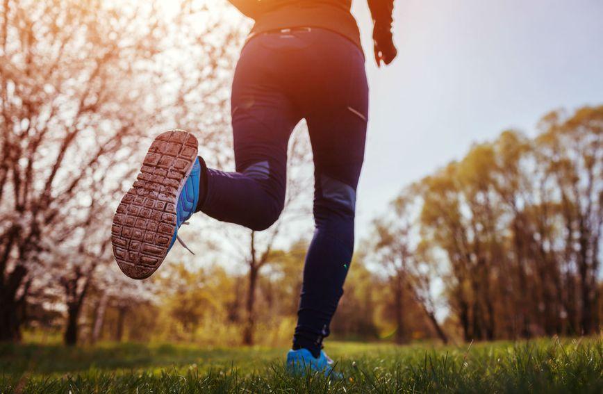Glazba odvlači pozornost trkača od napora te ju usmjeravaju prema okolini i stvara pozitivno raspoloženje