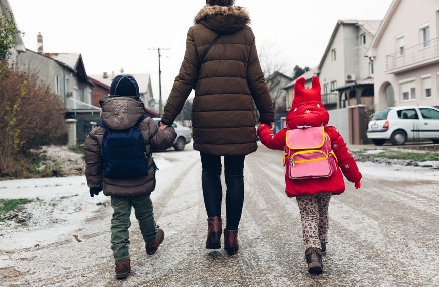 Važno je pripremiti dijete na opasnosti koje postoje u vanjskom svijetu (Foto: Guliver/Thinkstock)