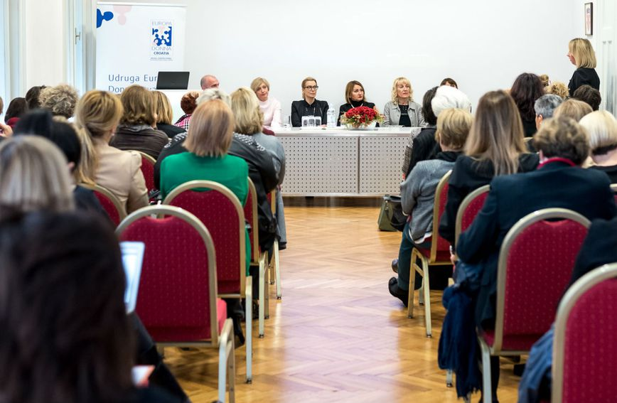 U Hrvatskoj od raka dojke godišnje oboli oko 2.400 žena, a čak jednoj trećini žena dijagnosticiran je metastatski rak dojke (Foto: Zadovoljna.hr)
