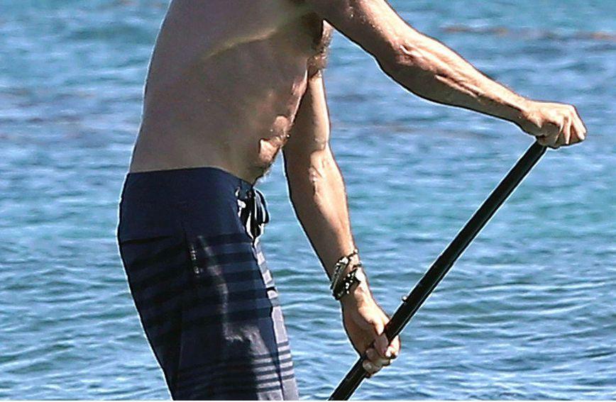 Gerard Butler ponosi se svojim snažnih ramenima i leđima
