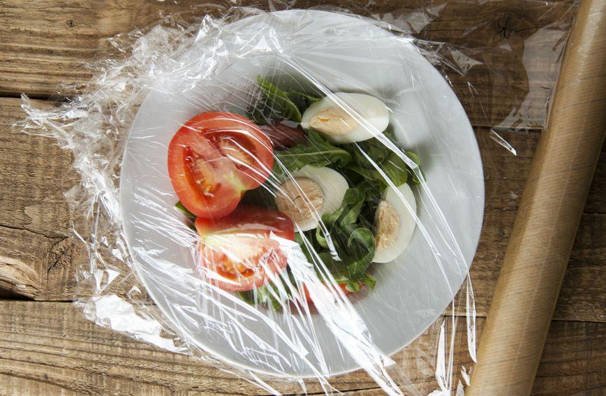Plastična folija korisna je za držanje i pakiranje hrane