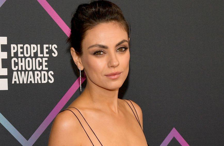Mila Kunis obožava nositi male crne haljine za crveni tepih