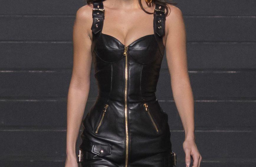 Kožnata haljina iz nove kolekcije Moschina i H&M-a