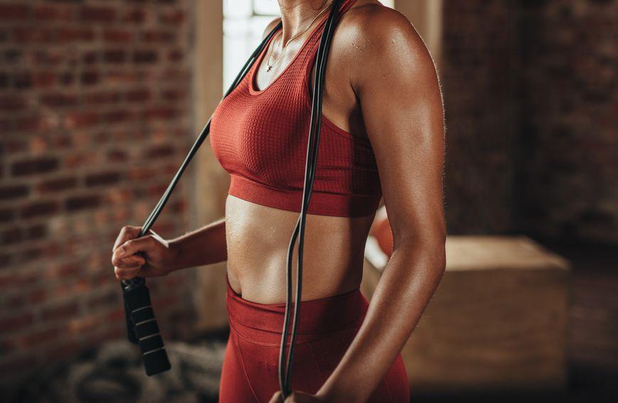 Preskakanjem užeta aktivirat ćete gotovo svaku veliku skupinu mišića u tijelu