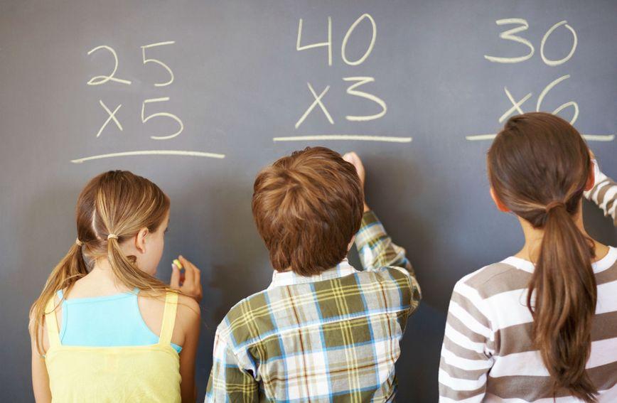Logičko-matematička inteligencija vezuje se uz korištenje brojeva, dobro uočavanje uzročno-posljedične veze, logičko zaključivanje i sposobnost otkrivanja obrazaca