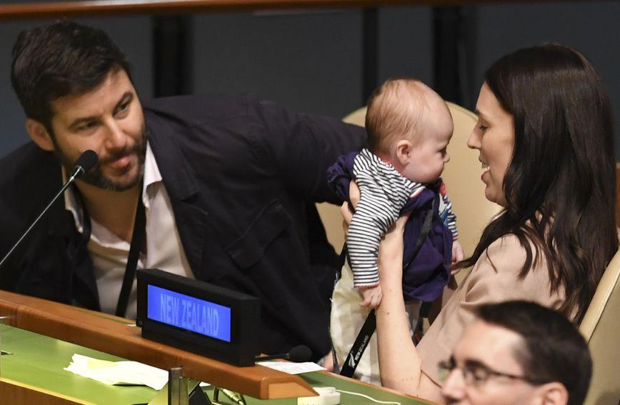 Novozelandska premijerka Jacinda Ardern s kćerkicom
