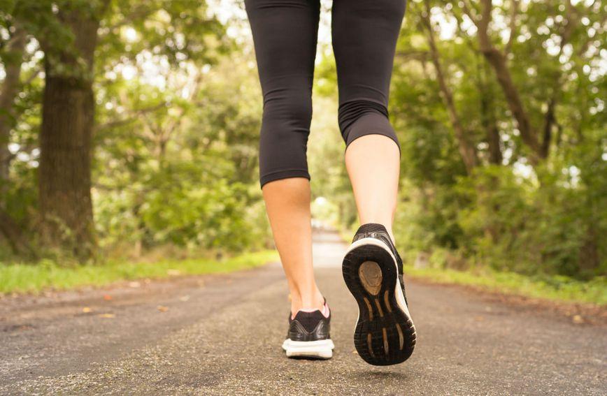 Hodate li brzim ritmom, u 30 minuta potrošit ćete između 100 i 300 kalorija