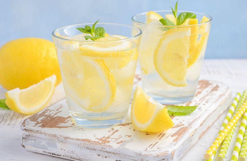 Dan započnite vodom s limunom
