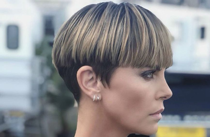 Charlize Theron nosi fantastično stiliziranu 'kahlica' frizuru