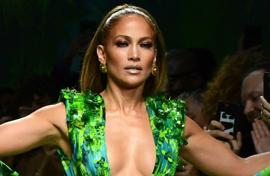 Jennifer Lopez u Versace haljini 19 godina kasnije - 4
