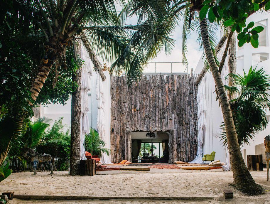 Escobar hotel - 1