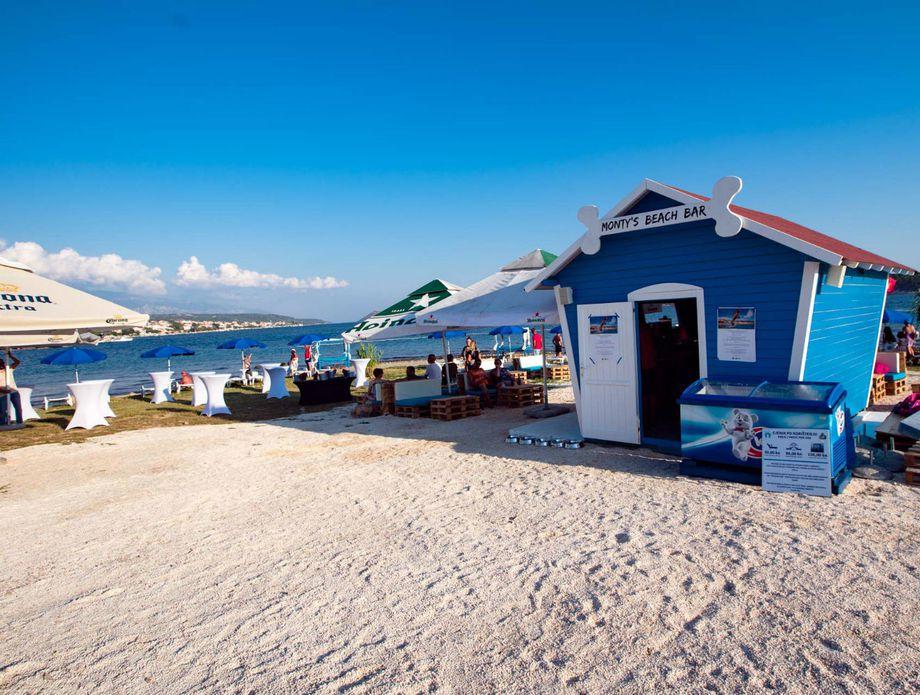 Monty\'s Dog Beach & Bar - 4