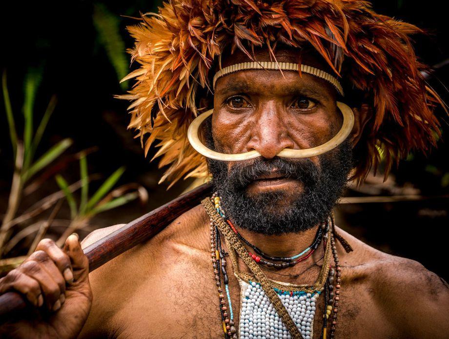 (VIDEO) NEVJEROVATNE SCENE! Pogledajte šta se dogodi kada izolirano pleme prvi put vidi bijelog čovjeka!