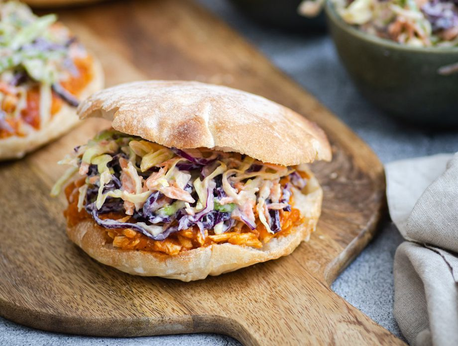 Sočni sendvič od trgane piletine uz dodatke za prste polizati