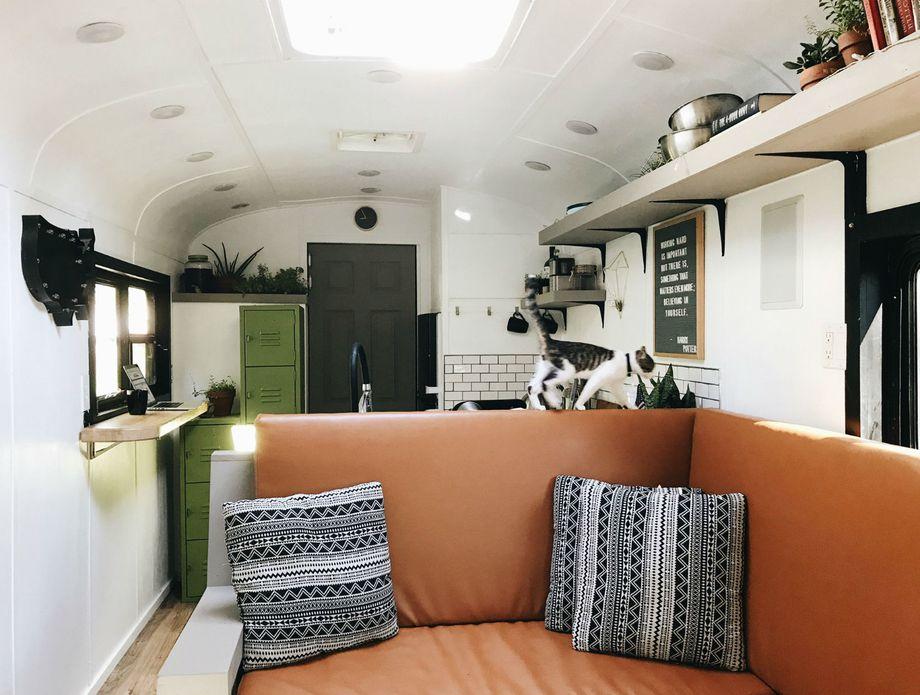Autobus pretvoren u dom za 5 osoba - 3