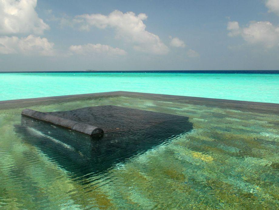 Beskonačni bazen rezorta One&Only Reethi Rah - 2