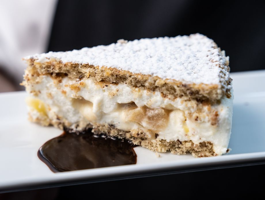 Torta od ricotte i kruške s biskvitom od lješnjaka