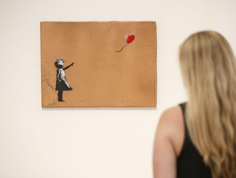Slika Djevojčica s balonom (Foto: AFP)