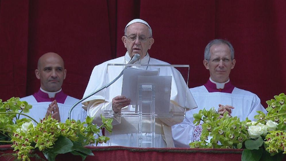 Papa Franjo upućuje poruku Urbi et Orbi (Foto: Dnevnik.hr)