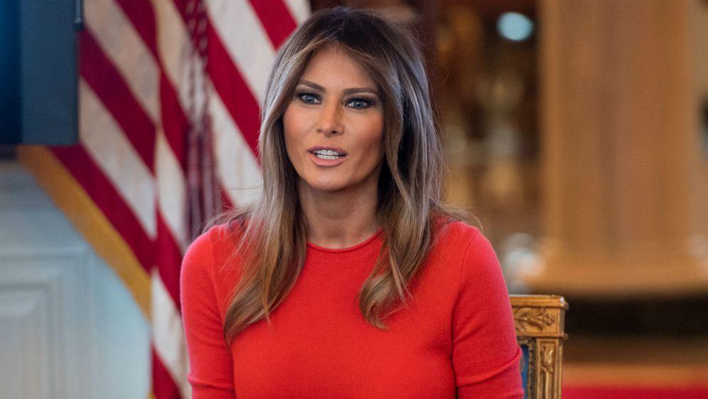Melania Trump u traper suknji