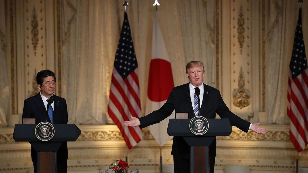 Japanski premijer Shinzo Abe i predsjednik SAD-a Donald Trump (Foto: AFP)