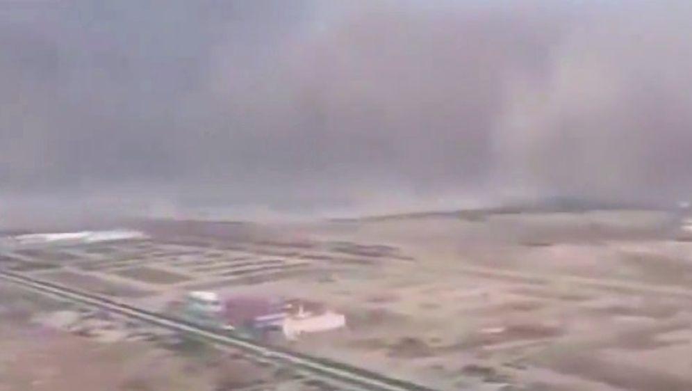 Zrakoplov pri slijetanju uletio u pješčanu oluju (Screenshot LiveLeak)