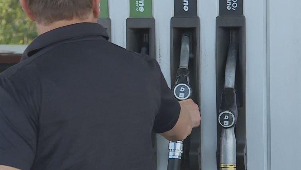INA točenje goriva (Foto: Dnevnik.hr) - 1