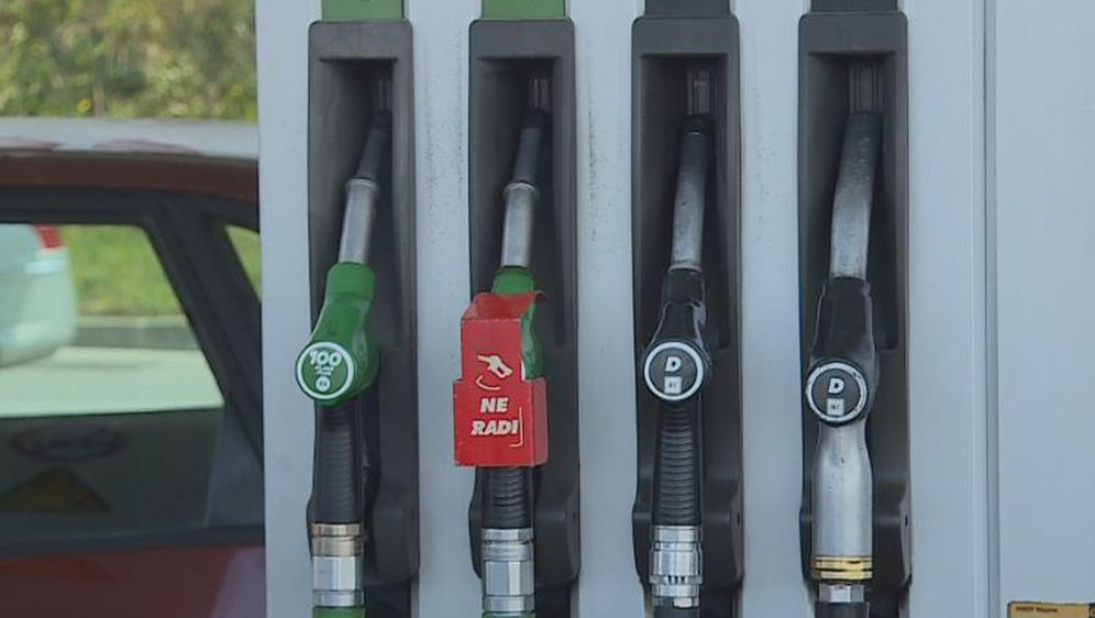 INA, točenje goriva (Foto: Dnevnik.hr) - 2