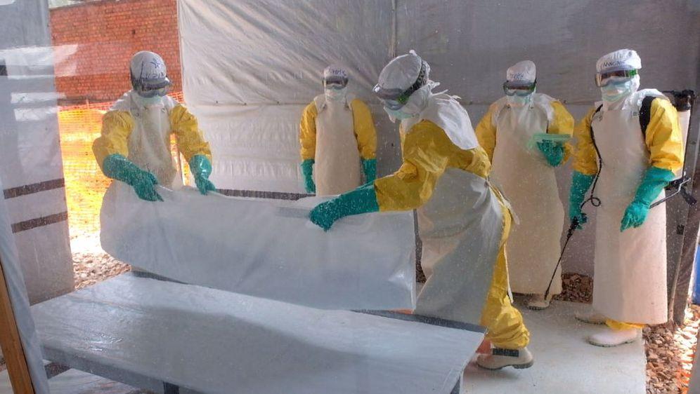 Improvizirana bolnica za borbu protiv ebole (Foto: Dnevnik.hr)