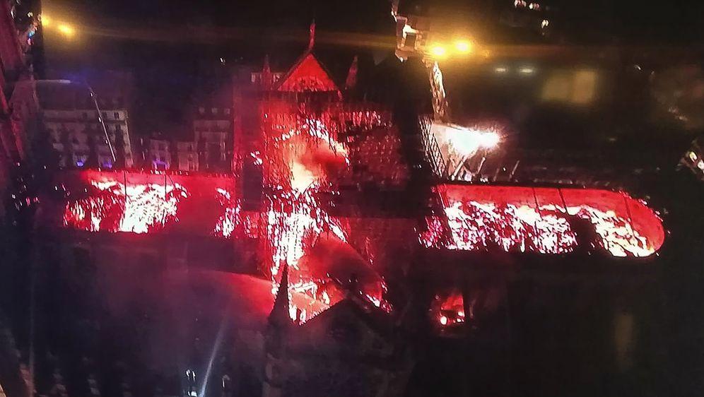 Snimka požara u katedrali Notre-Dame iz zraka (Foto: AFP)
