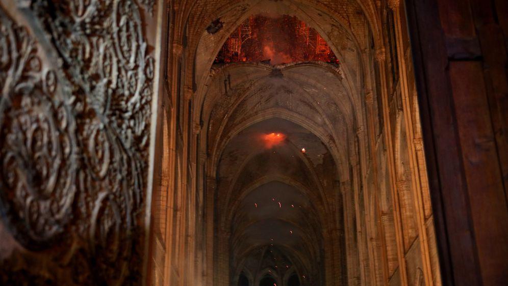 Prve snimke unutrašnjosti katedrale koju je zahvatio katastrofalan požar (Foto: AFP)