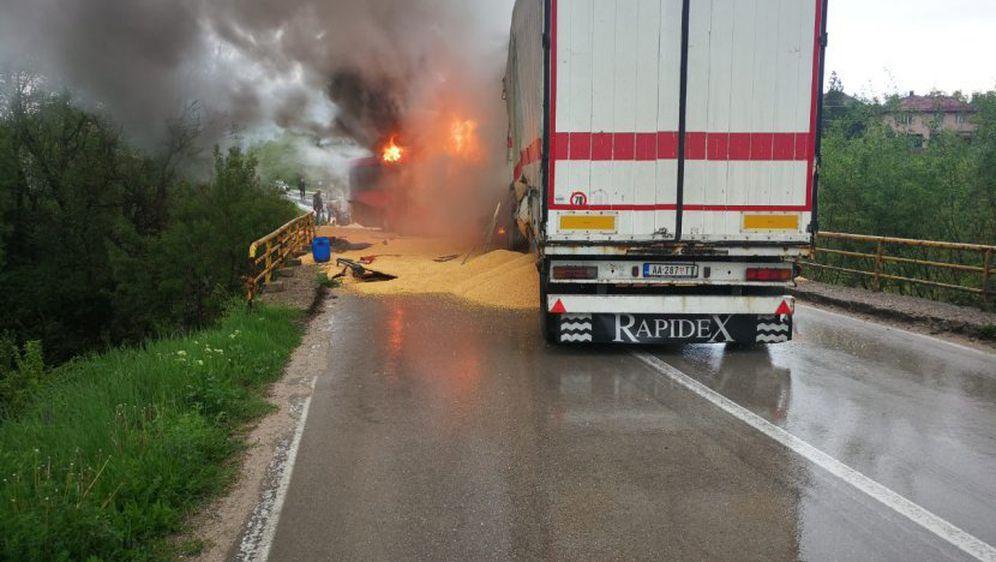 Sudar kamiona i autobusa u mjestu Barlovo u Srbiji (Foto: Telegraf.rs) - 1