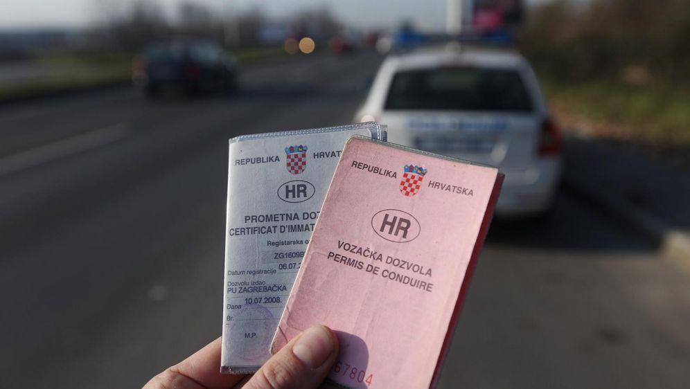 Prometna i vozačka dozvola, ilustracija (Foto: Zeljko Lukunic/PIXSELL)