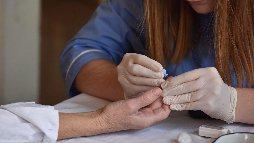 Medicinska sestra, ilustracija (Foto: Hrvoje Jelavic/PIXSELL)