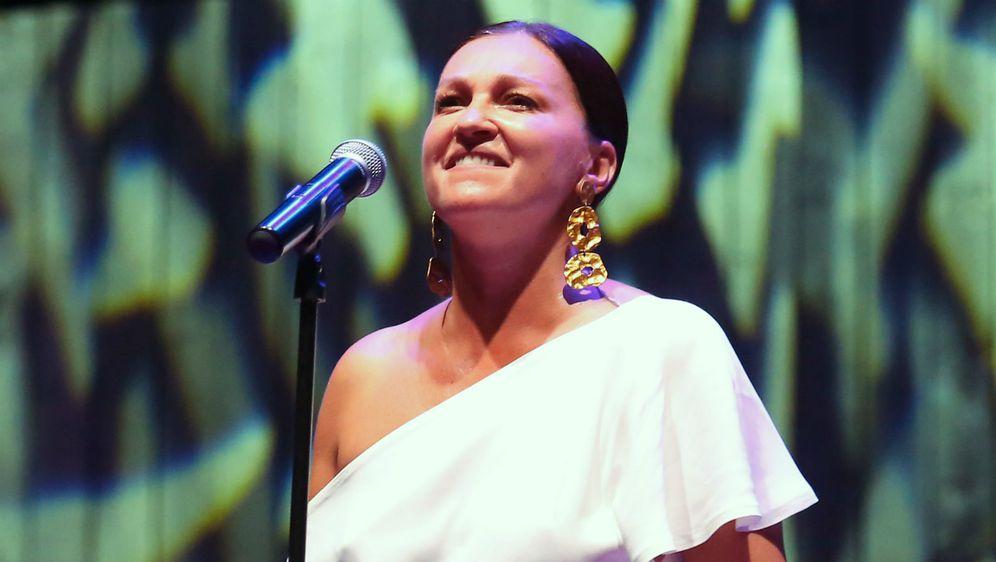 Nina Badrić na ljetnoj pozornici tvrđave sv. Mihovila