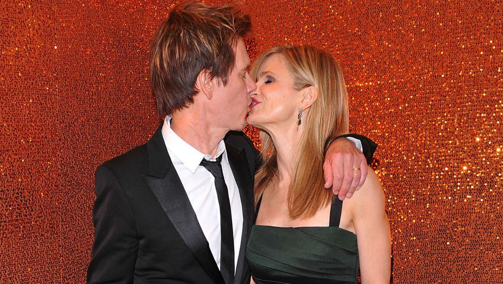 Kyra Segwick i Kevin Bacon izmjenjuju nježnosti na crvenom tepihu