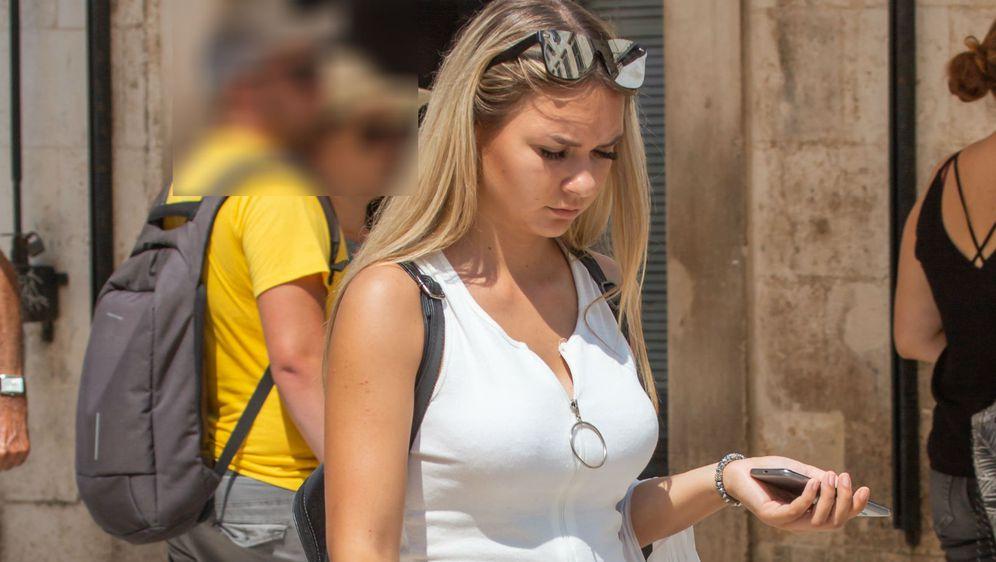 Plavokosa dama u centru Dubrovnika