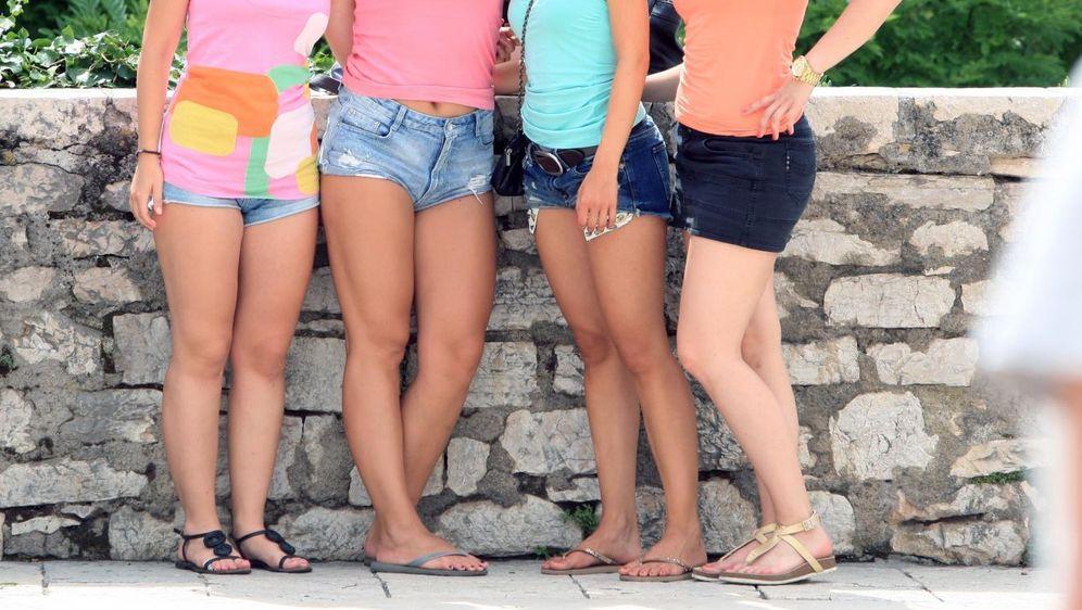 Djevojke u kratkim hlačicama, ilustracija (Foto: Dusko Jaramaz/PIXSELL)