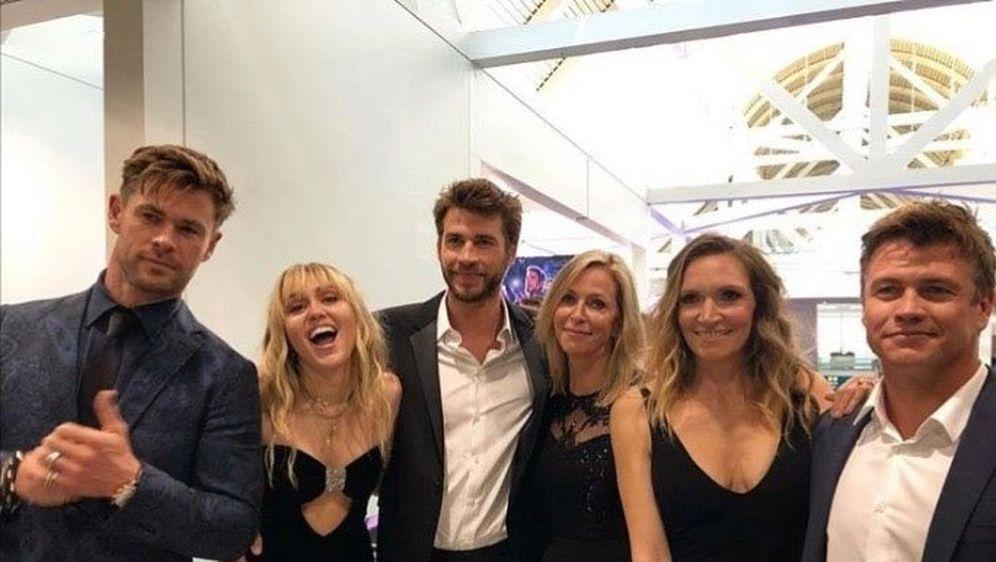 Obitelj Hemsworth i Miley Cyrus (Foto: Profimedia)