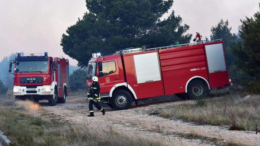 Vatrogasci (Foto: Hrvoje Jelavic/PIXSELL)