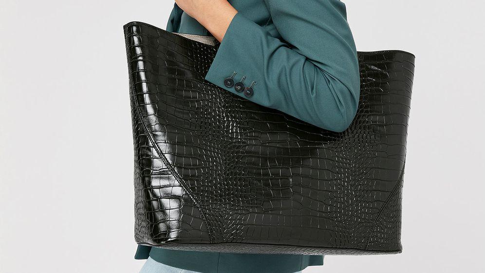 Predimenzionirane torbe novi su trend, pogotovo u kombinaciji s krokodilskim finišem